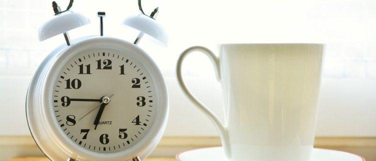 Moeite met opstaan, 12 tips om sneller te starten met je dag